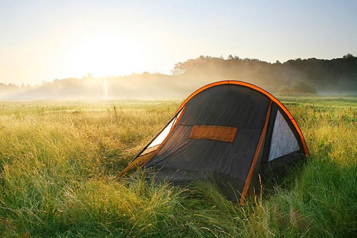 Latem pod namiotem - niezbędne akcesoria